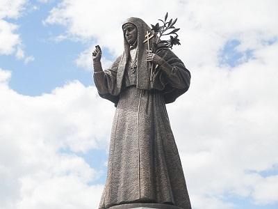 В Алапаевске открыли памятник великой княгине Елизавете Федоровне Романовой