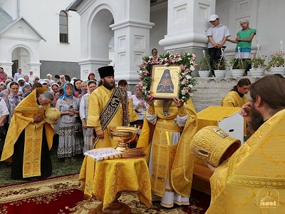 Icon of St. John Maximovitch streamed myrrh as he was celebrated in skete in his honor in his home village