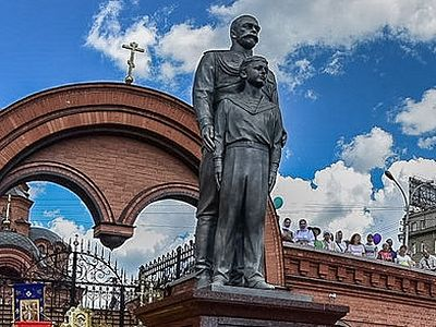 Monument to Royal Martyrs Tsar Nicholas and Tsarevich Alexey consecrated in Novosibirsk