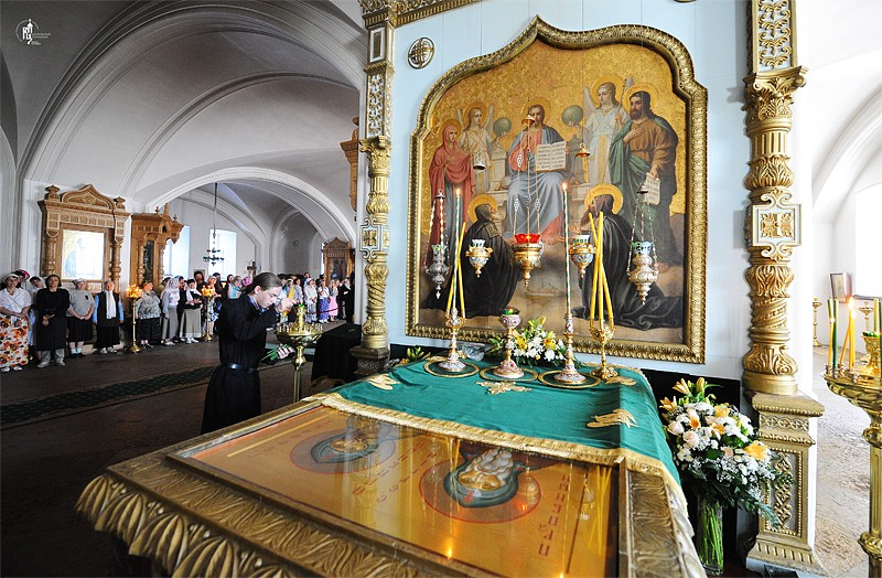 The reliquary of Holy Wonderworker, Sts. Sergius and Herman of Valaam