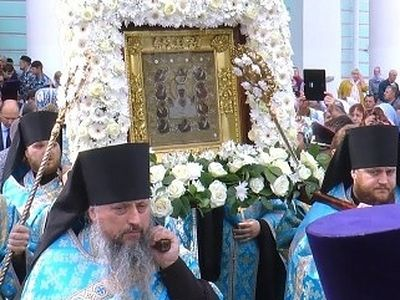 Procession with miraculous Kursk Root Icon in Kursk draws thousands