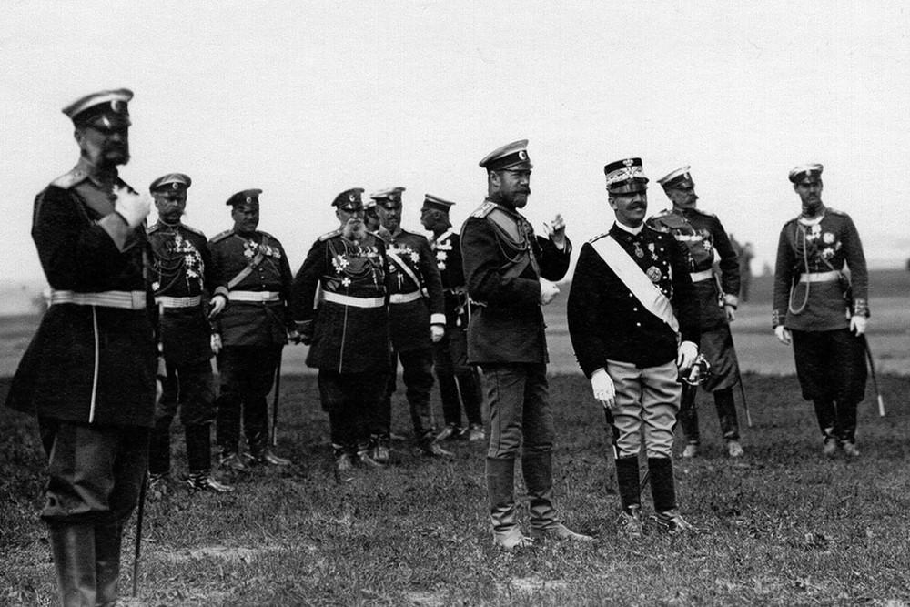 Император Николай II и король Италии Виктор Эммануил III на параде, июль 1902 г.