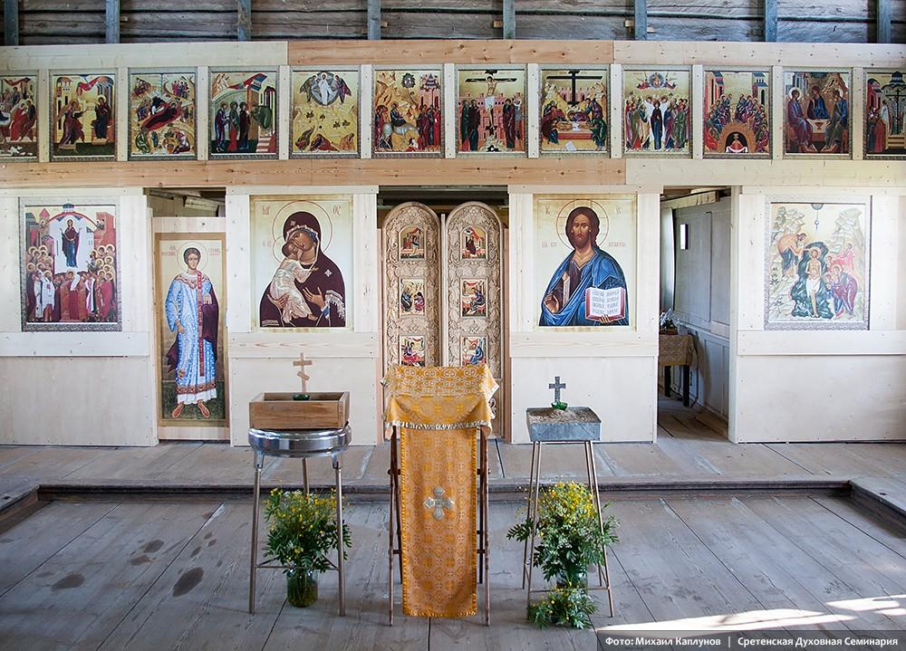 Богоявленский храм в деревне Поле Онежского района Архангельской области