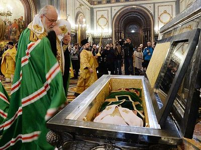 Russian Council of Bishops opens with moleben before relics of St. Tikhon, transferred to Christ the Savior for the event (+ VIDEO)