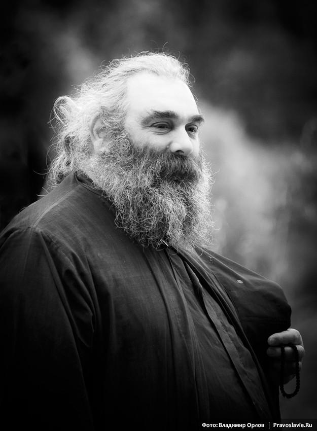 Отец Макариос