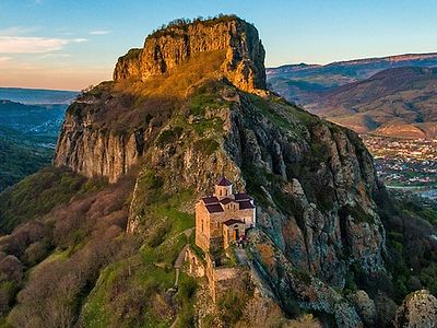 Карачаево-Черкесия. Храмы древнего царства