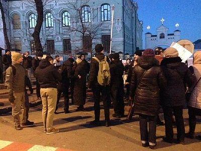 Братия Киево-Печерской Лавры просит молитв в связи с угрозой нападения на святые пещеры / Православие.Ru