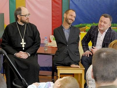 "Man living ""Life Without Limbs"" visits, donates to Orthodox children's hospice in St. Petersburg"
