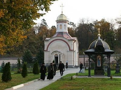 Optina Monastery celebrates memorial for 1993 Paschal Martyrs at their graves (+ VIDEO)