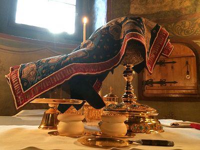 Божественная литургия в Сретенском монастыре на Успение Божией Матери
