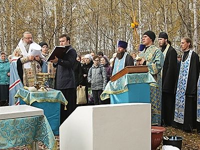 Foundation stone of Church of Romanov doctor St. Eugene Botkin consecrated in Ekaterinburg Diocese