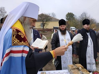 Ukrainian faithful building new church to replace church seized by schismatics