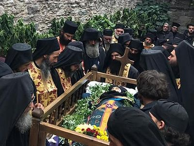 Dochariou Monastery on Mt. Athos buries its beloved abbot Archimandrite Gregory (+ VIDEO)