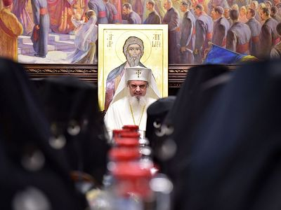 Romanian Holy Synod calls for Moscow and Constantinople to resolve Ukrainian issue together, highlights pan-Orthodox cooperation